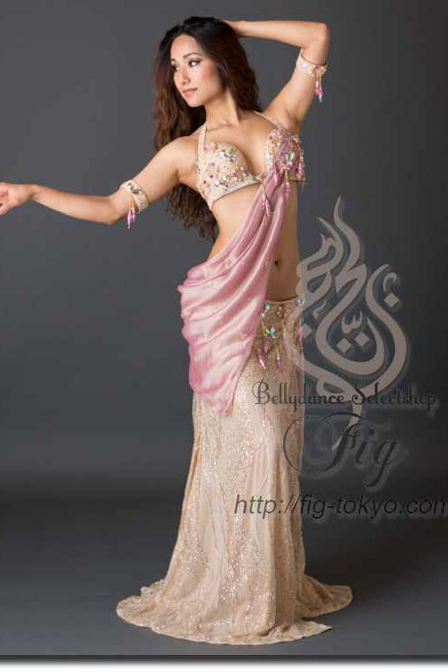 Design by Hoyda / Model: Donya / Fig Belly Dance #figbellydance #bellydancecostume #worldwideshipping