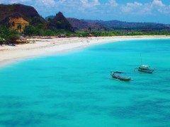 インドネシアで人気の観光地といえばバリ島ですよね 実はバリ島に負けないくらい魅力溢れる島があるんです その島の名前はロンボク島 バリ島のから東側に位置する島です この島の魅力は真っ白な砂の綺麗なビーチ ダイビングやシュノーケリングスポットとしても人気の島なのでぜひ体験してみてくださいね tags[海外]