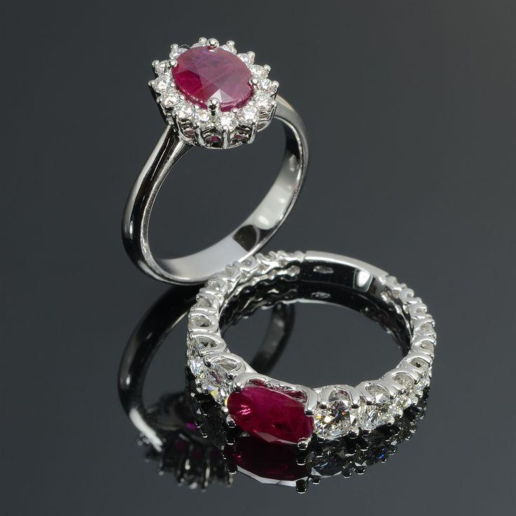 Anello in oro bianco con rubino centrale e diamanti #gioielleria #gioielli #anelli #diamanti #brillanti #anelli #orobianco #rubino