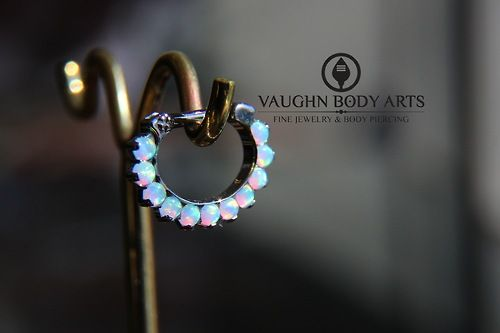 What a beautiful picture of our ODYSSEY Titanium Prong-set Cabochon Gem Septum Clicker! - I.S.