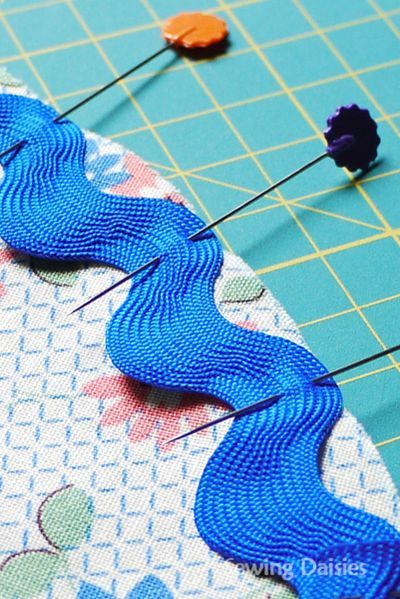 Sewing Daisies ~ an awesome sewing blog full of sewing ideas and tutorials