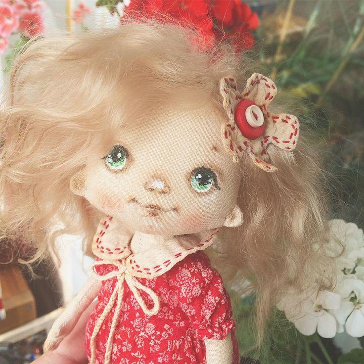 Доброе утро  или день, а возможно вечер! У меня готова девочка, получилась такая милаямилая ягодка малинка . Вечером покажемся в полный рост, а  сейчас в #chopchop и гулятьгулять!  #куклысахаровойнатальи