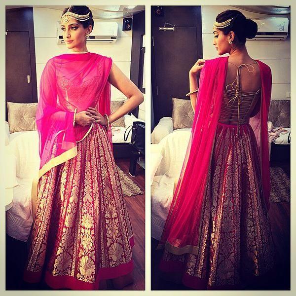 Sonam Kapoor looks stunning at the Life OK Screen Awards 2015