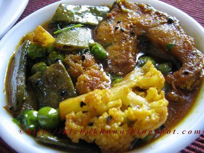 Best 25 bangladeshi food ideas on pinterest bangladeshi recipes bengali comfort food shitkaler shobji diye rui machher jhol rohu fish stew with winter forumfinder Choice Image