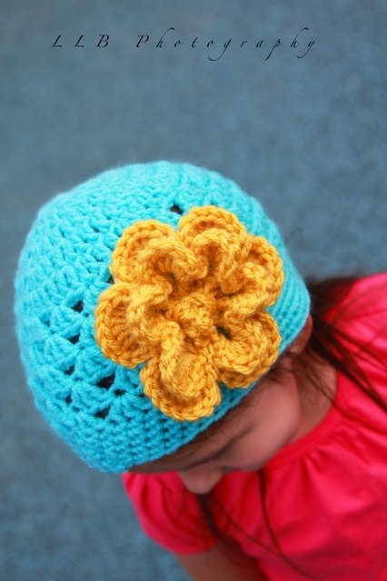another of my flowers :) #gift, #flower, #girls ,#hats, #crochet flower