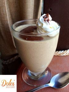 Il Semifreddo al Caffè è un goloso #dolce al cucchiaio perfetto in ogni momento della giornata! Il gusto aromatico e intenso del #caffè vi conquisterà insieme alla consistenza cremosa del #sorbetto. Ecco la #ricetta del #dolce http://www.dolcisenzaburro.it/uncategorized/semifreddo-al-caffe/ #dolcisenzaburro