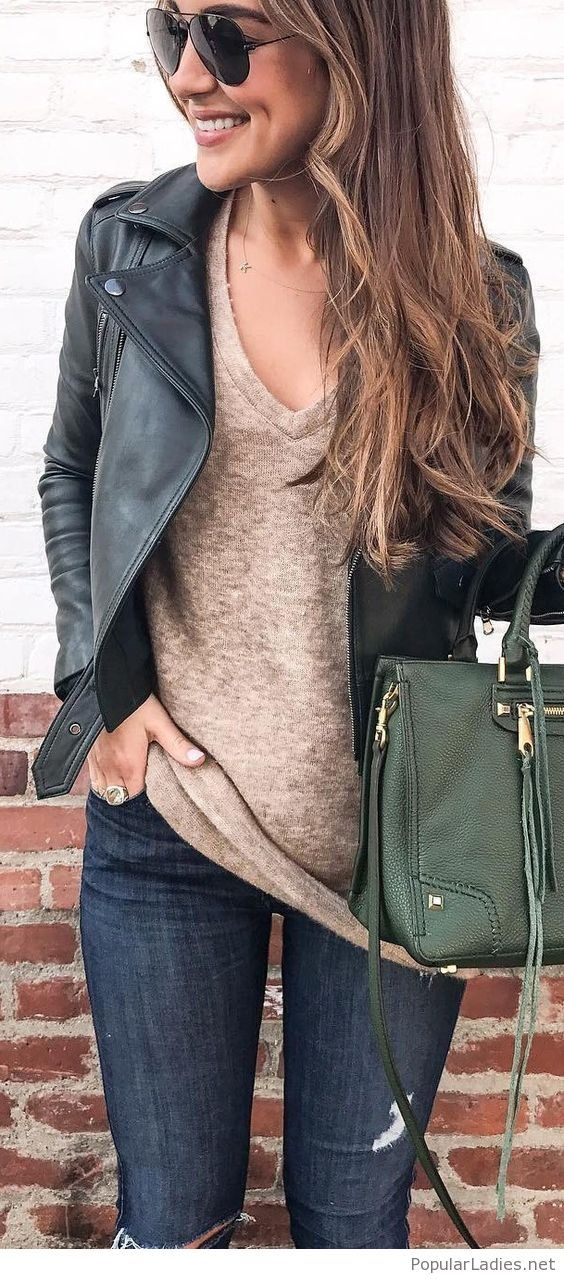 Dark jeans, nude tee, black jeacket and a green bag