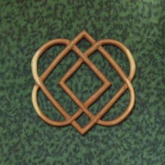 Noeud celtique de sculpture sur bois de quatre coeurs-famille noeud d'amour