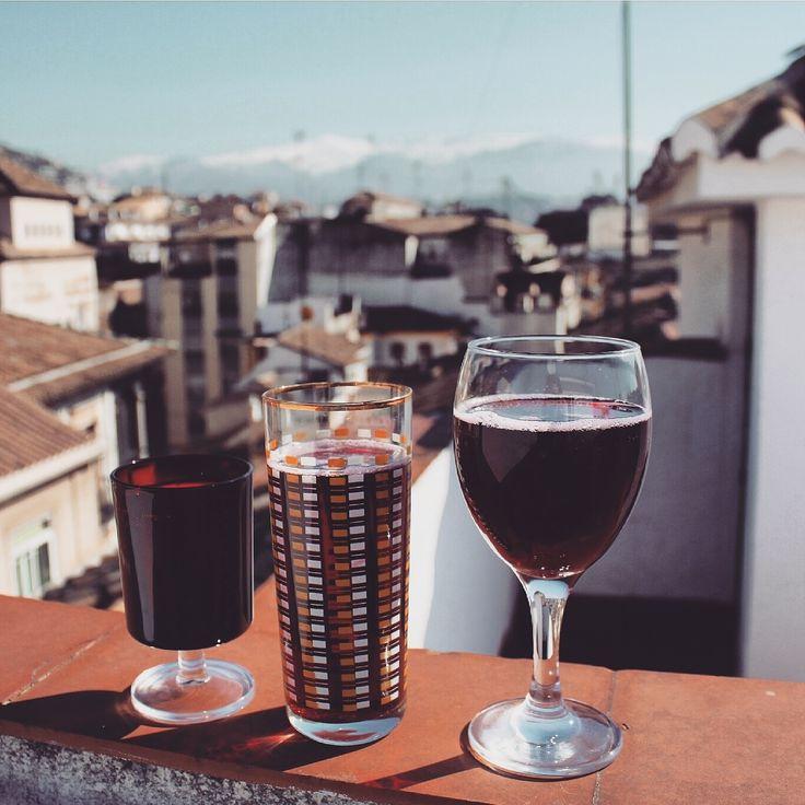 Wine, brunch, breakfast in Granada spain, Summer, chill, spring, travelling, travel a lot ! Róż się blog