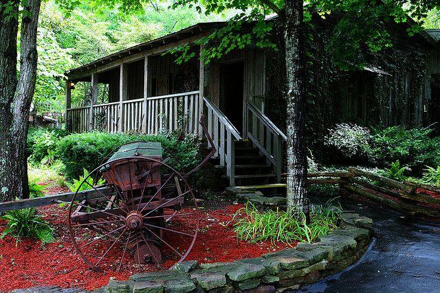 Dolly Parton House   Dolly Parton's Cabin Home