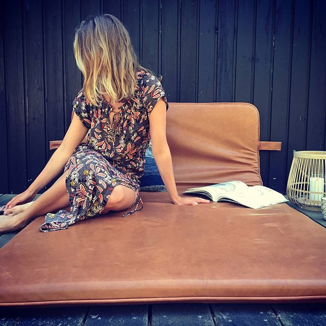 Just chilling #them #bythornam #daybed #leather #cozytime #luxery #handmade #design #danishdesign #slowliving