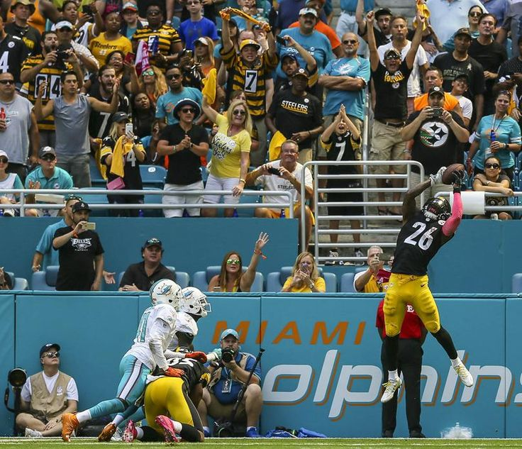 Steelers vs. Dolphins:     October 16, 2016  -  30-15, Dolphins  -      Pittsburgh Steelers running back Le'Veon Bell (26), scores a two point conversion against the Miami Dolphins during their NFL game Sunday October 15, 2016 at Hard Rock Stadium in Miami Gardens. (Bill Ingram / The Palm Beach Post)
