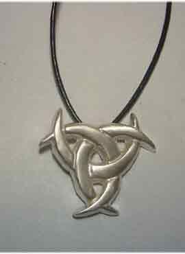 talismanes amuletos y símbolos | colgante triple diosa celta gaelach tres lunas