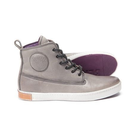 https://www.touchofmodern.com/sales/blackstone-88be4713-e8d5-48a5-9cdf-4c0c8fdc537f/high-top-sneaker-grey?share_invite_token=0DQU7YSM