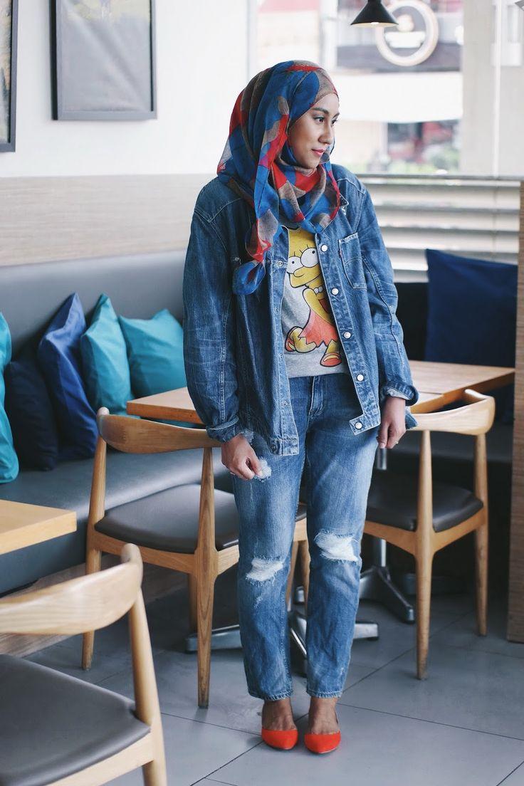 Denim on denim: Oversized Levi's denim jacket, Lisa Simpson t-shirt, ripped jeans