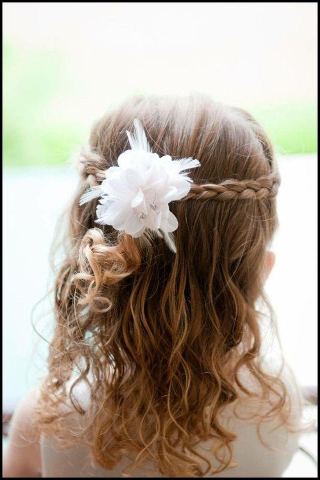 30 Kinderfrisuren für Mädchen zur Hochzeit und Kommunion ||#damenfrisuren2018 #frisuren #trendfrisuren #neuefrisuren #haarschnitte #damenfrisuren #frauen #winterfrisuren #beliebtefrisuren2019   – Einfache Frisuren