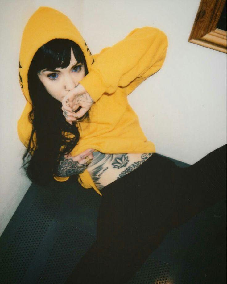 Tattoo artist: Grace Neutral (@ graceneutral)