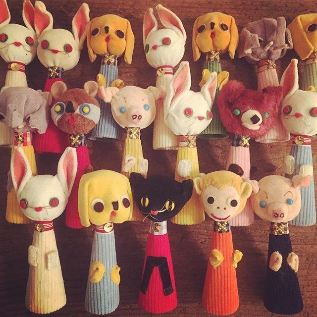 1960年代の動物パペットが大量入荷です☆コスチュームも皆それぞれ違う指人形♪ハンドメイドらしい味のある表情です(o'ー'o)ノ沢山あるので、全部の指に是非(^-^)w。 #dittytools#vintage#fingerpuppets#puppet#toy#doll#50s#60s#handmade#handcraft#sawing#illustration#animal#ヴィンテージ#ヴィンテージ雑貨#アンティーク#レトロ#レトロ雑貨#昭和レトロ#東欧雑貨#北欧雑貨#雑貨屋#人形#指人形#パペット#ハンドメイド#手芸#手作り#手作り雑貨#駒場