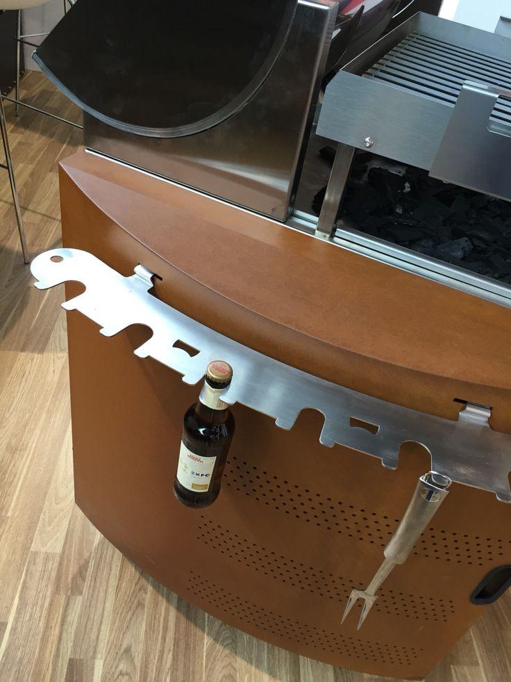 Particolare del porta accessori del Grill Bromo PROGETTO FUOCO 2016