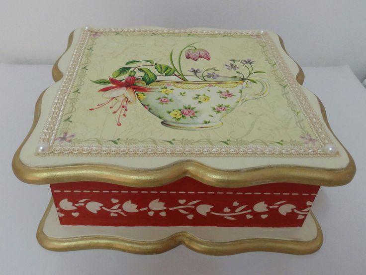 Caixa de chá em mdf decorada.