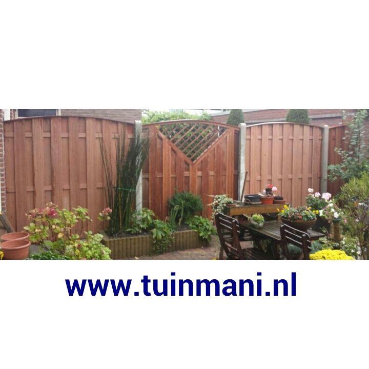 schutting erfafscheiding afscheiding met betonpalen en hardhout scherm, toog, kader, tuin, @tuinmani #tuinmani www.tuinmani.nl