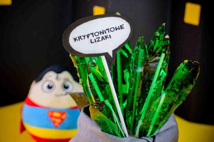 Kryptonitowe lizaki. #lizaki #słodkości #deser #słodkie #minam #superbohater #party #smacznastrona #tesco #przepisy #tescoparty