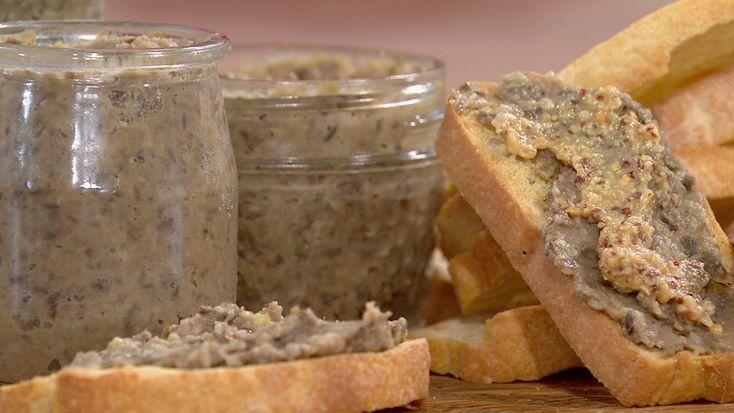 Des cretons dans des pots et sur du pain