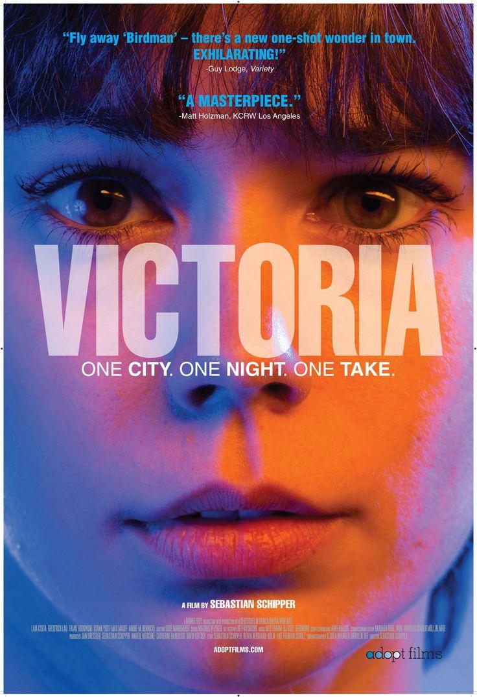 Victoria (2015) Dir: Sebastian Schipper. Victoria (Laia Costa) é uma madrilenha que está há 3 meses morando em Berlim. Numa balada, conhece 4 autênticos berlinenses. O que acontece a partir daí são duas horas impressionantes que vão mudar para sempre a vida da garota. Filmado num único take, sem as trucagens de Birdman, o filme é um exercício de virtuose na câmera, no roteiro, na trilha sonora, nas atuações, na direção de tirar o fôlego. Um realismo regado a adrenalina. Uma obra-prima.