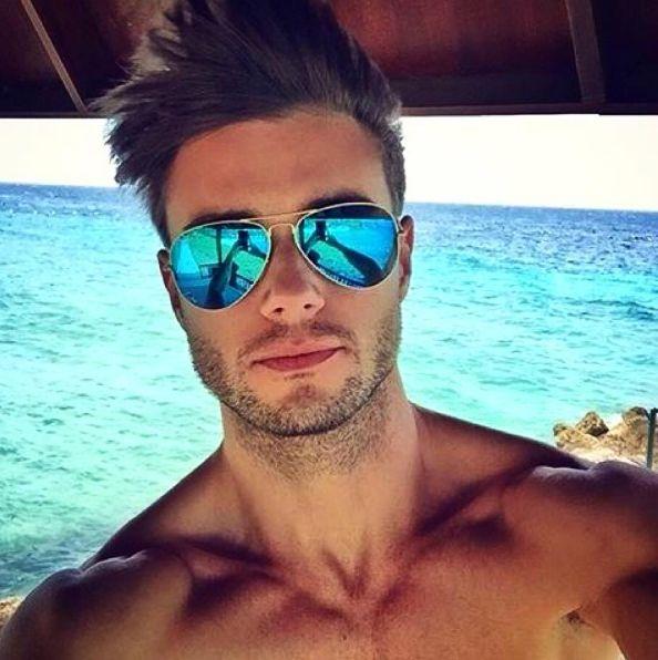 Existe óculos mais coringa do que um aviador espelhado?! #RayBan #oticaswanny #amamos #aviador #diadosnamorados #valentinesday