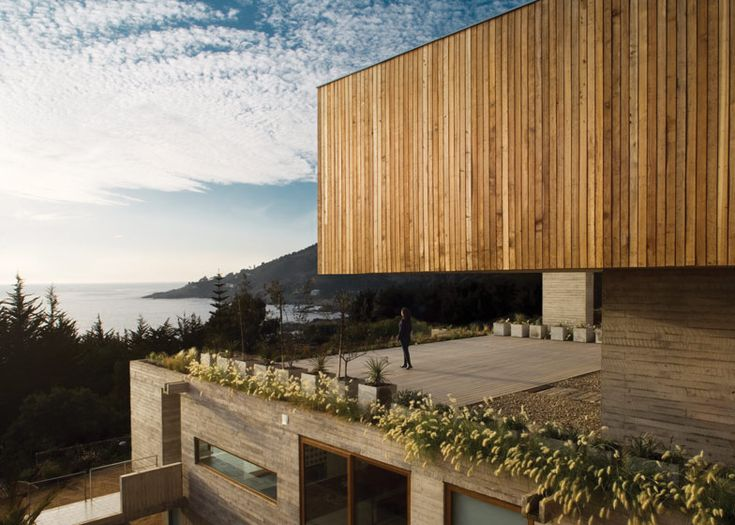 Casa El Pangue, a hillside house in Chile by architects Elton + Léniz. Photo by Natalia Vial.