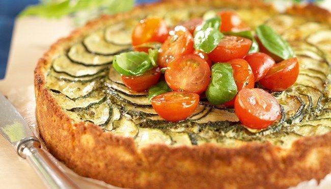 Kesäkurpitsa-fetapiirakka ja marinoidut tomaatit - K-ruoka