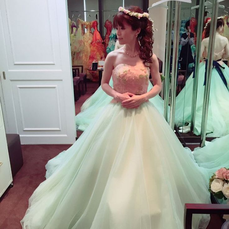 ⋆ ⋆ 結婚式場で、1番最初に 試着したドレス�� ピンクとミントグリーンの 春にぴったりな�� パステルカラードレス���� イメージ森の妖精��笑 ⋆ 秋から3ヶ月くらい悩んで悩んで�� 結婚式から3ヶ月前に やっと合うドレスが見つかって�� 最終的にこれとはガラッと変わったけど こんなシンプルも憧れでした☺️ ⋆ ⋆ #wedding #weddingphot #weddingreport #weddingdress #colordress #bridal #bride #natural #ウェディングドレス #ドレス #Aライン #プリンセスライン #カラードレス #お色直し #シンプル #ナチュラル #パステルカラー #ヘッドドレス #ヘッドアクセサリー #花冠 #結婚式 #ドレス試着 #卒花 #卒花嫁 #結婚式レポ http://gelinshop.com/ipost/1515262313924782833/?code=BUHSwvbBerx