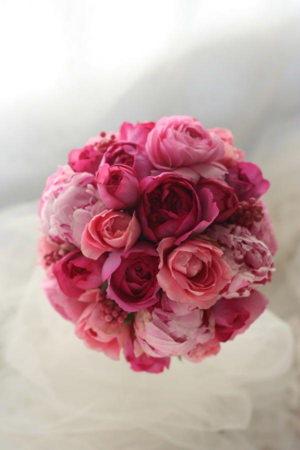 ラウンドブーケ イブピアッチェのピンク、芍薬のピンク ルアンジェ教会様への画像:一会 ウエディングの花