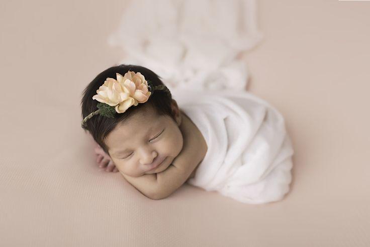 Newborn baby girl pose, how to wrap newborn, newborn photography pose, newborn…