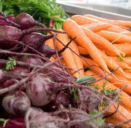 Лучшими друзьями гипертоника являются свекла и морковь. Они изобилуют главными «сердечными» микроэлементами — калием и магнием. К тому же в них полно клетчатки, которая активно борется с вредным холестерином.