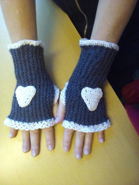 Knitted and crouched pulsewarmers.