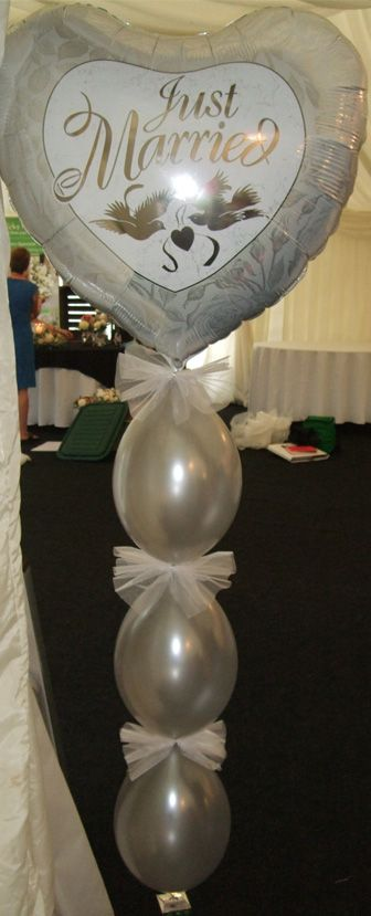 Entrance column made with Qualatex Quicklink balloons. Also looks good either side of a top table.