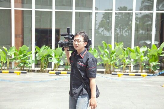 as Cameraman  #wobandung #bestday #happy #importantdate #instalove #joy #party #partyplanner #photography #photooftheday #picoftheday #wedding #videographer #weddingday #cameraman #weddingparty #sonycamera #weddingplanner #weddings #weddingorganizerbandung