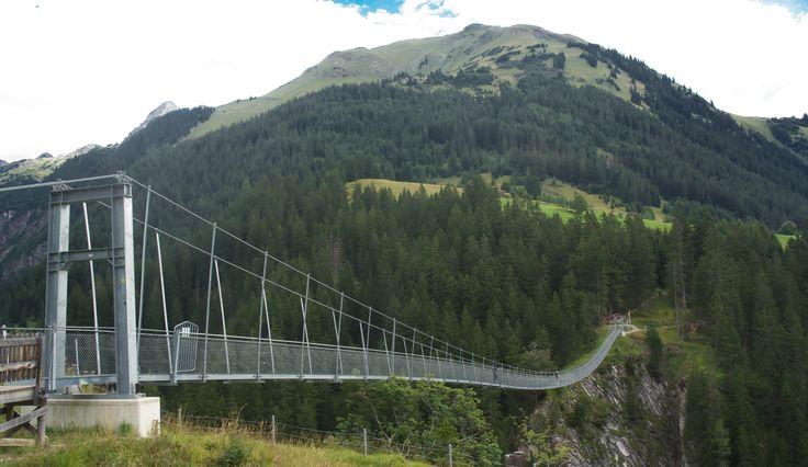 hiking in Austria - Tirol - Lechweg - Holzgauer Hängebrücke