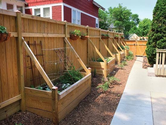 privacy fence and above ground garden bed idea in one