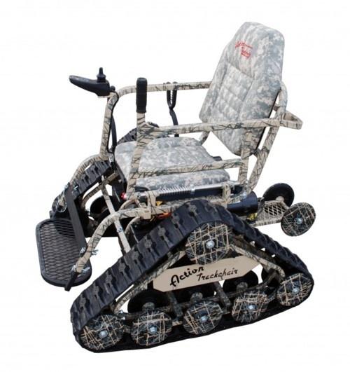 """""""kerolon:  『Action Trackchair』は、もはや車椅子とは呼べない。どこへでも行ける、SUV『ハマー』のような個人的モビリティ・ソリューションだ。 車輪ではなく、戦車のような無限軌道を採用。フィールドや森林、沼地や小さな川へも行ける。そして迷彩が施されている。 最高速度は5マイルで、速く歩く程度だ。ガゼルを追いかけることはできないかもしれないが、ガン・マウントもあり、狩猟にも行ける。アクセサリを抜いたベース価格は9,000ドルであり、多くの障害者用ATV[全地形対応車]よりは高価だが、ワイルドであることにはそれなりの価格が必要だ。 (無限軌道の「ワイルドな車椅子」 «WIRED.jp 世界最強の「テクノ」ジャーナリズムから)   """""""