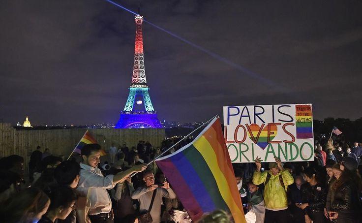 Francia: Torre Eiffel se ilumina con colores de la bandera gay