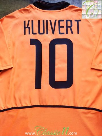 Relive Patrick Kluivert's 2002/2003 international season with this vintage Nike Netherlands home football shirt.