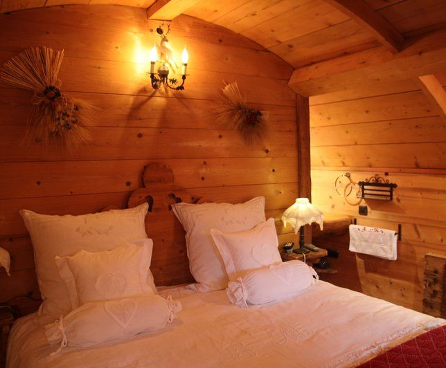 Photo deco chambre rustique hotel chalet de phillipe for Decoration chambre rustique
