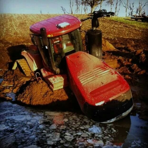 CASE IH QUADTRAC Stuck in the mud