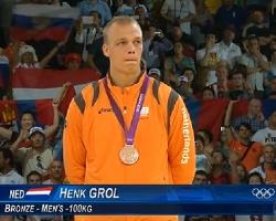 Henk Grol heeft in Londen op de OS de bronzen medaille gewonnen bij judo in de klasse tot 100 kilogram.