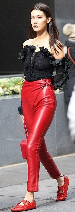 Red leather pants! http://jessykluna.wixsite.com/stylingyou/single-post/2017/07/19/Pantalones-de-piel-rojos-Red-leather-pants