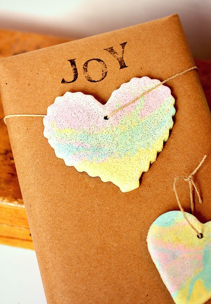 Make these beautiful rainbow marbled salt dough ornaments with your little ones and add a special touch to your decor or gifts!