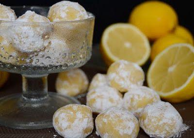 Kellemesen citromos ízű, a szánkban krémesen olvadó, (szerintem) extra finom bonbon. Hozzávalók 20 darabhoz 20 dkg fehér...