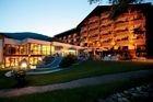 Abendstimmung in der Außenthermenlandschaft der Thermenwelt Hotel Pulverer 5* http://www.pulverer.at